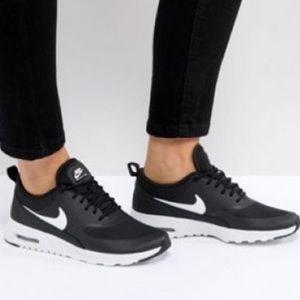 NIKE Air Max Women's 9.5 shoes - black/white